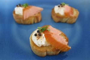 Croutons au saumon fumé à chaud
